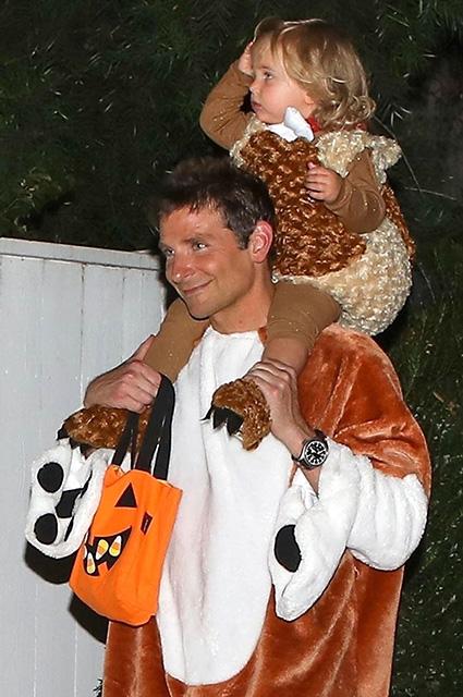 Брэдли Купер вместе с дочкой Леей отметил Хеллоуин в гостях у Кейт Хадсон звездные дети, брэдли купер