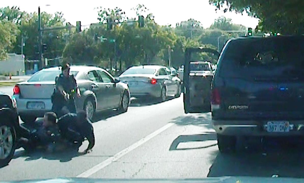 Полиция применила оружие после долгих пререканий водителя авто и мото