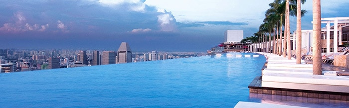 150-метровый бассейн с панорамой на Сингапур
