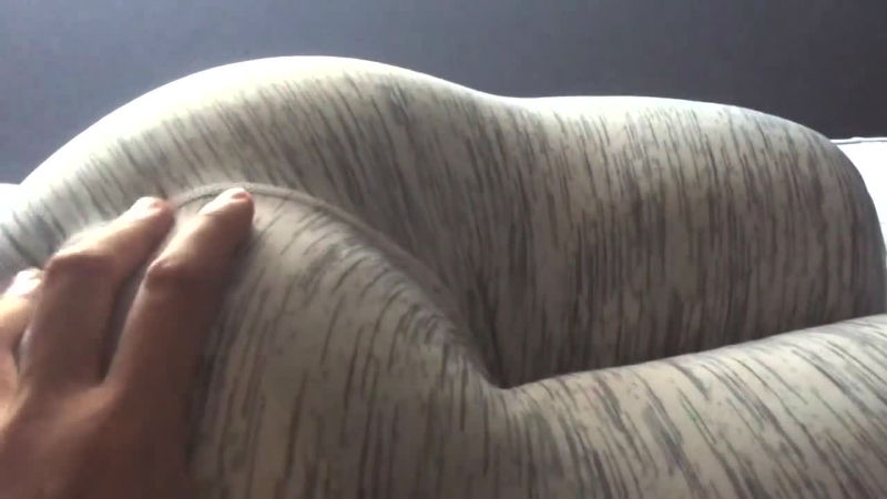 Поподушка — подушка в виде крепких женских ягодиц