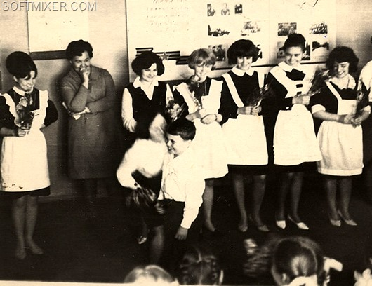 800px-The_last_bell_at_school_USSR_circa_1970