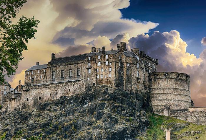 Самый популярный замок Великобритании будоражит фантазию особо впечатлительных натур. /Фото:topvoyager.com