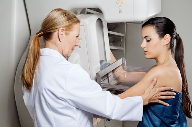 Узелок завяжется. Кому чаще всего грозит рак груди и как его обнаружить