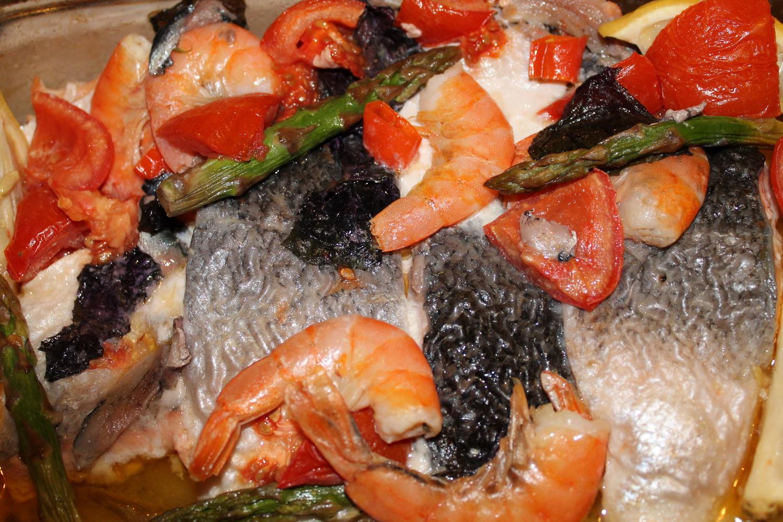 Рыба, запеченная в духовке: 10 вкусных рецептов кулинария,рецепты,рыбные блюда