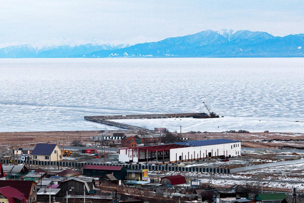 Суд признал незаконным строительство на Байкале завода по разливу воды Байкал