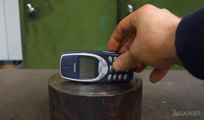 Противостояние Nokia 3310 и гидравлического пресса