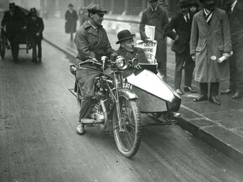Джетльмен в мотоколяске 1924 год Весь Мир в объективе, ретро, старые фото