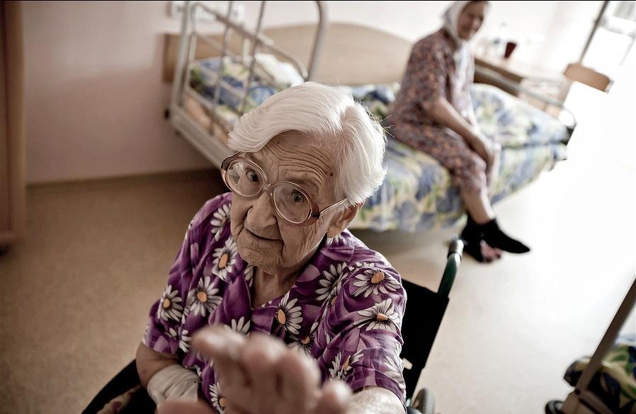 Пожилых людей без пенсий – в…