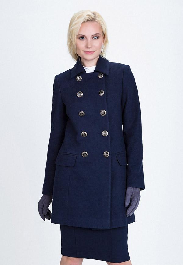 Модель в темно синем пальто