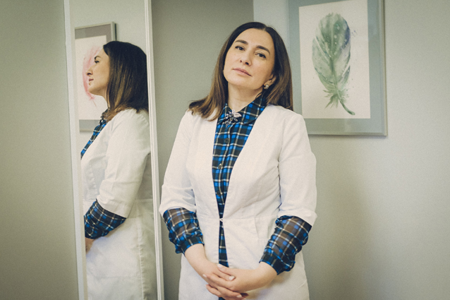 «Времени на слезы и недовольство у нас нет». История ученой, которая уже год работает в ковидном корпусе коронавирус,медицина,наука и технологии,нейрохирургия,сексизм,феминизм