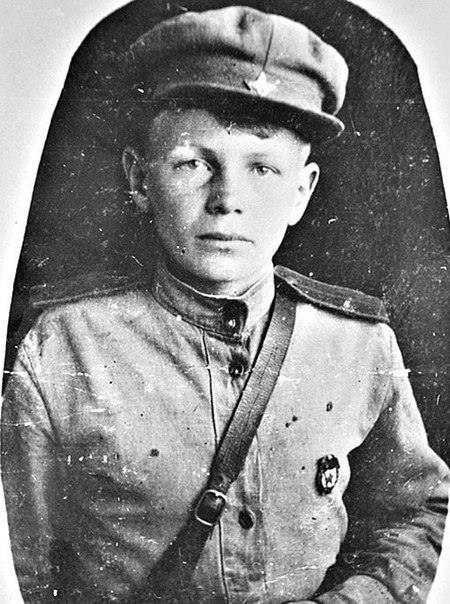 Он Ñбежал на войну в 11 лет, грудью ложилÑÑ Ð½Ð° пулемет, и его дважды хоронили заживо