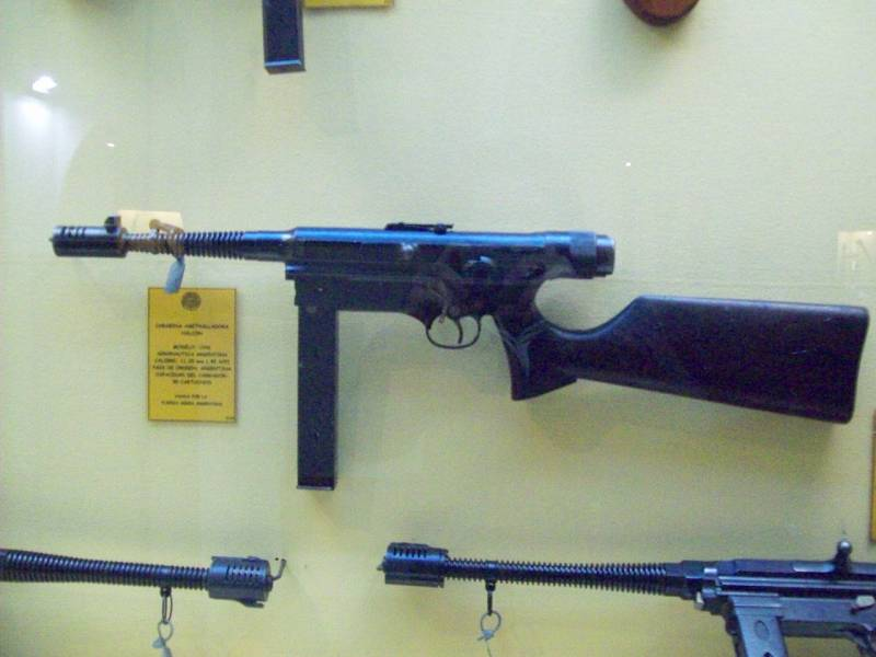 Пистолет-пулемёт Halcón M/94…