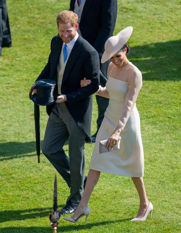 Принц Гарри и Меган Маркл официально отходят от королевских дел