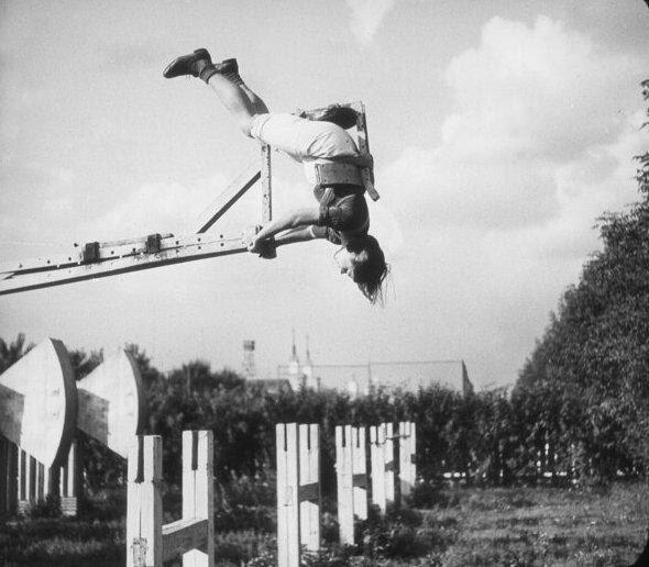 """8. """"Летающие люди"""" - аттракцион, появившийся в 1935 году СССР, парковые аттракционы, советские аттракционы, фото"""