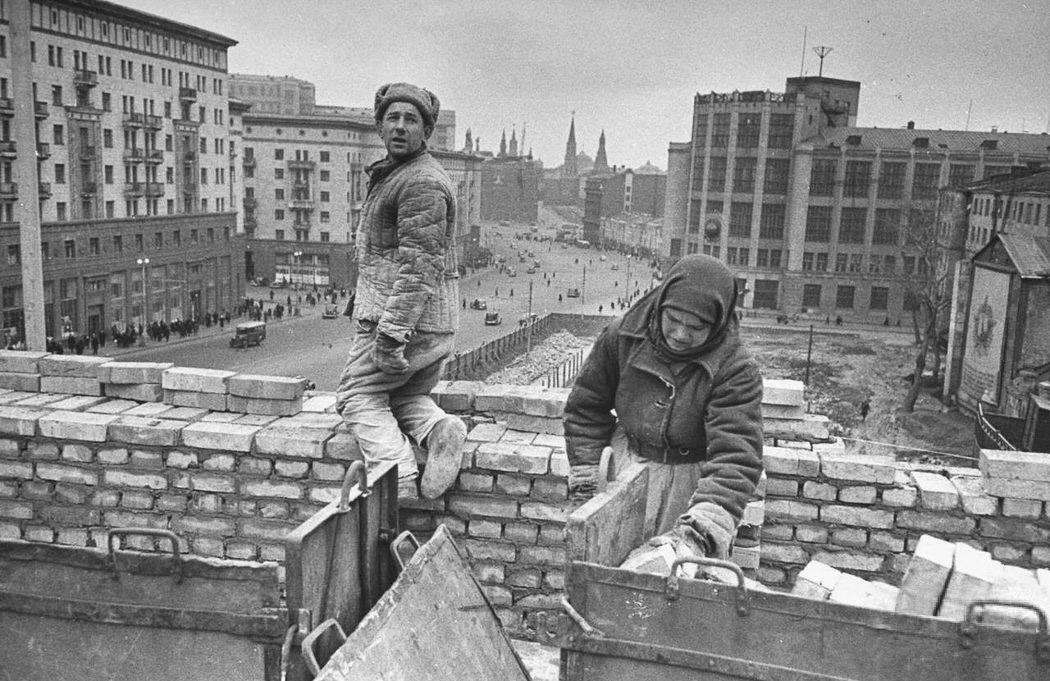 Как в СССР эксплуатировали женщин женщин, вручную, женщины, женская, работы, бригада, только, стройка, всего, кирпичи, могли, работ, советской, наверное, советских, совке, думаете, стройке, толкают, кайлом