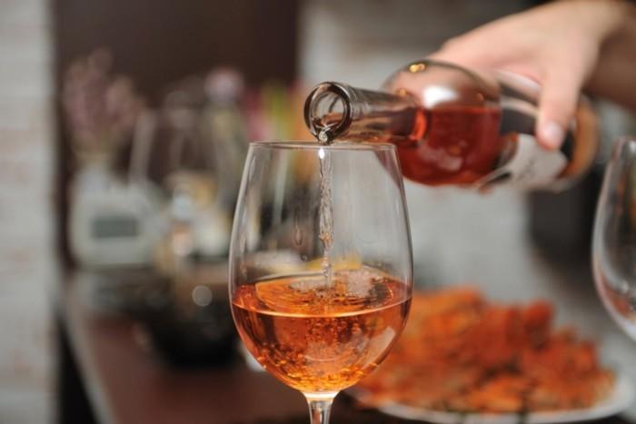 Может ли употребление алкоголя помешать контролировать уровень сахара в крови?