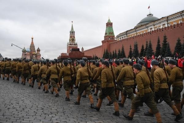 Осенью: СМИ сообщили об альтернативных сценариях празднования 9 Мая