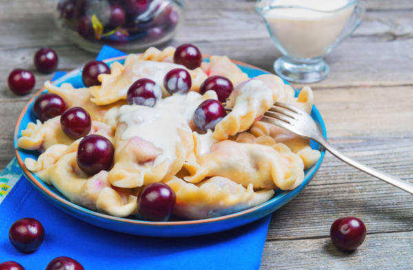 Вареники с вишнями – кулинарный тренд июня