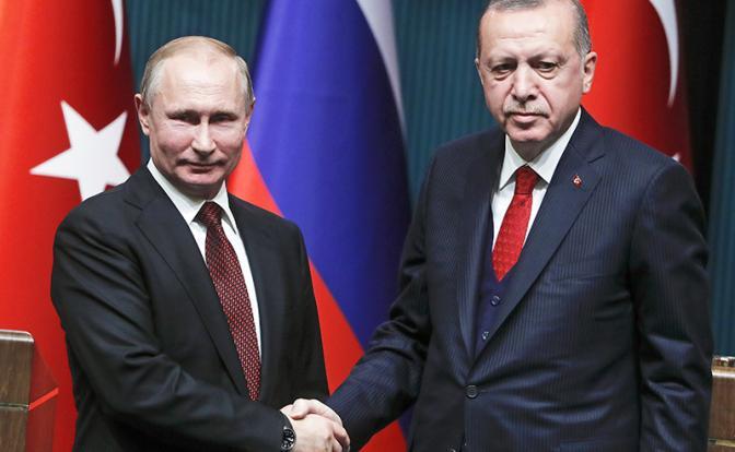 Что замышляет Россия в лицемерных объятьях Турции