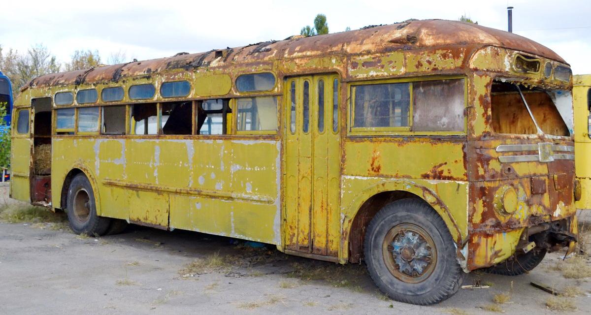 Потратила все деньги на ржавый автобус и вызвала смех. Через месяц во дворе стоял уже дом мечты Культура