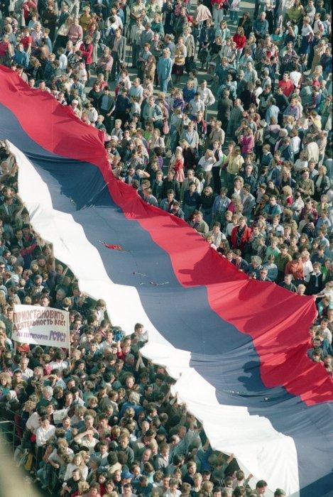 Тысячи москвичей на Красной площади.