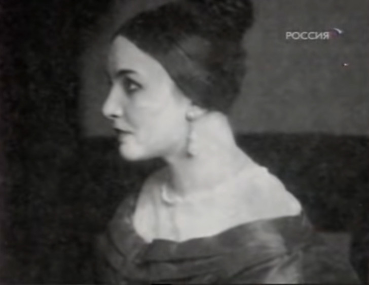 Первую жену Сергея Есенина считали роковой женщиной Зинаида, когда, после, которых, Мейерхольда, Есенин, женщина, Позже, стала, своей, Мариенгоф, Есениным, встреча, режиссер, мужем, свиданий, напишет, грустью, «Простите, живете