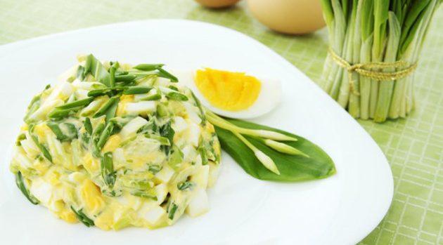 Классический яичный салат с зелёным луком