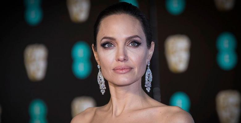 Анджелина Джоли хочет покину…