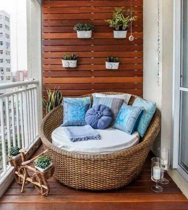 Глоток свежего воздуха: 18 великолепных примеров обустройства маленького балкона