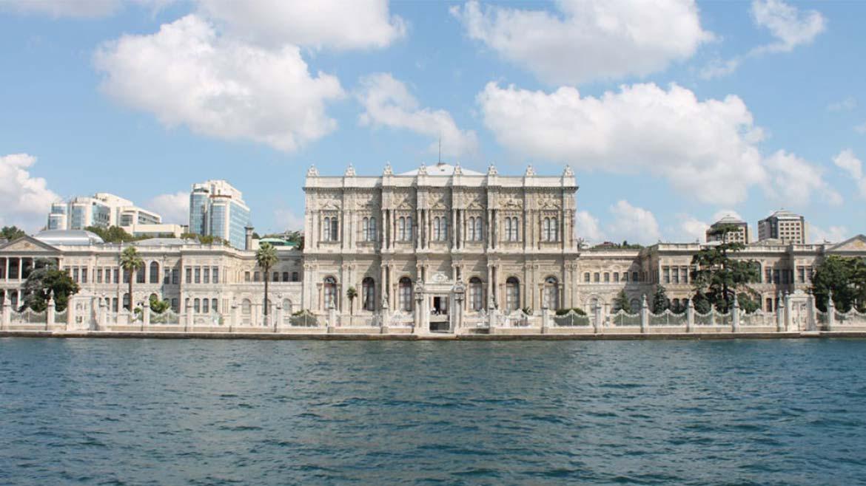 Дворец турецского султана «Долмабахче» в Стамбуле, Турция