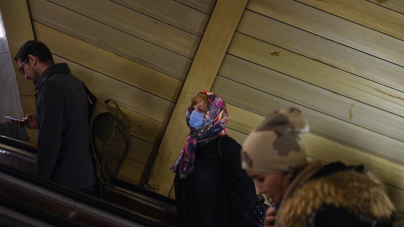 Пассажиропоток в Московском метрополитене снизился в 2,2 раза