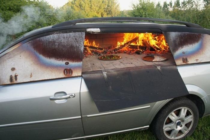 Француз превратил автомобиль в печь для приготовления пиццы