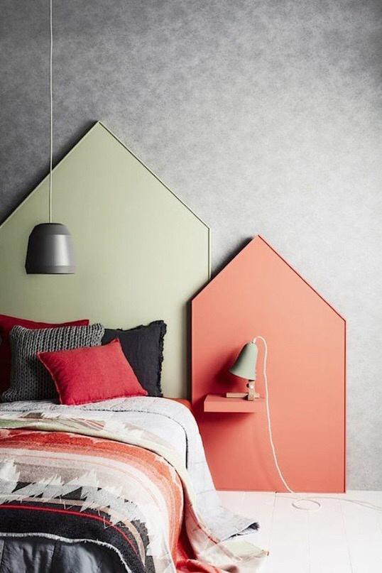 Домики в интерьере спальни