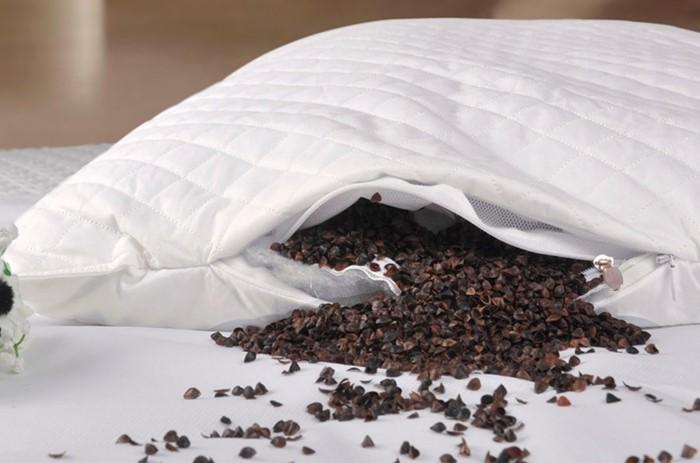 7 причин, почему стоит спать на подушке из гречневой шелухи гречневая лузга,здоровье,ортопедическая подушка,подушка,сон