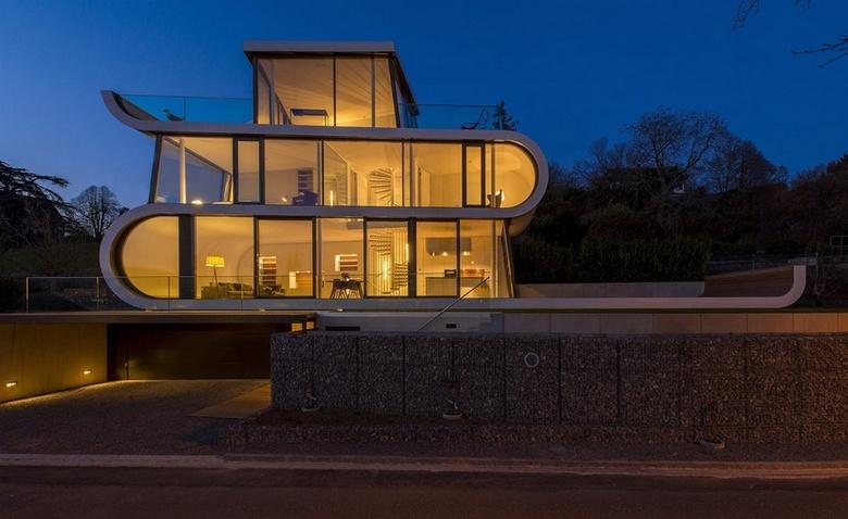 """Экстраординарный дом: """"лента"""" с панорамными окнами"""
