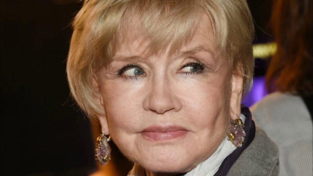 Пластика или неудачный макияж: 76-летнюю актрису Веру Алентову раскритиковали фанаты за сценический грим