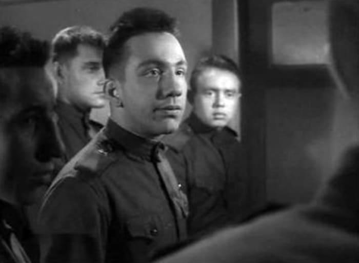 Первая заметная роль Савелия Крамарова в фильме «Им было девятнадцать…», 1960 (25 лет)   Фото: kino-teatr.ru