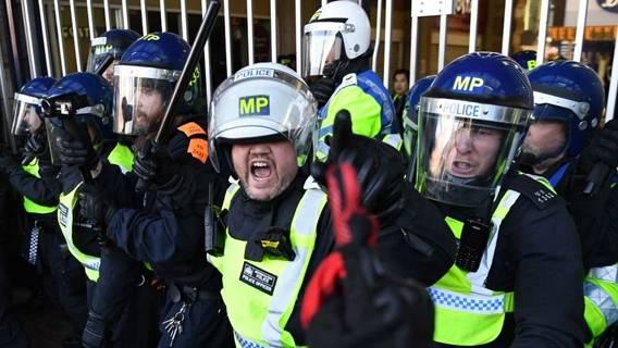 Что британская полиция сможет делать с протестующими в соответствии с новым законом? ИноСМИ