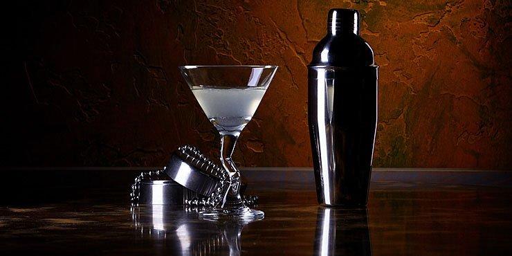 Спиртные напитки.  Коктейль Белая леди (White Lady)