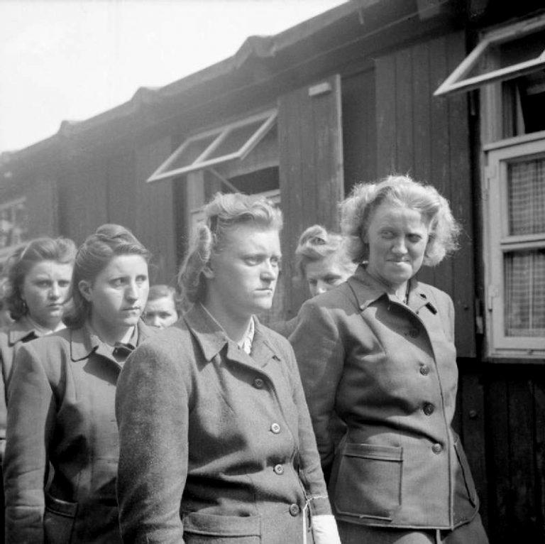 Каких женщин брали на службу…