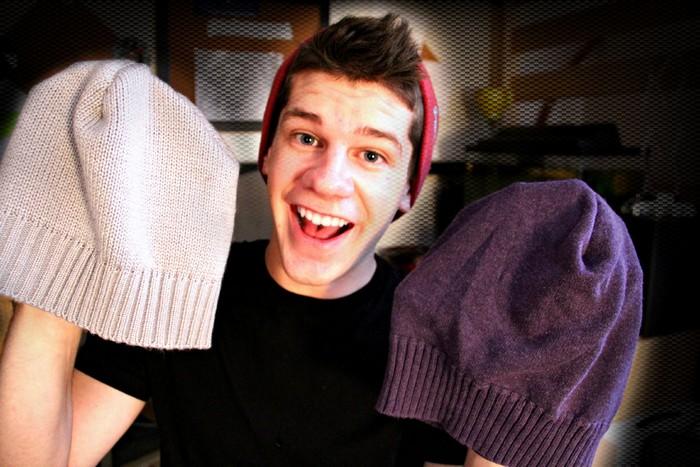 Расчищаем шкаф. Как сделать стильную шапку из старого свитера