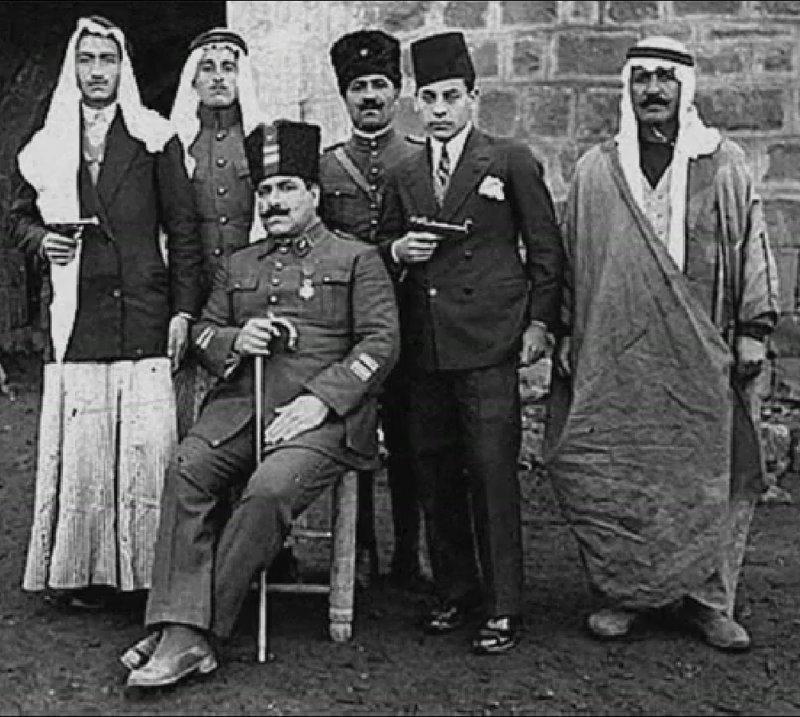 Семья Асмахан - отец в центре, с тростью звезда, знаменитость, история, красота, сирийская принцесса, тайны, талант