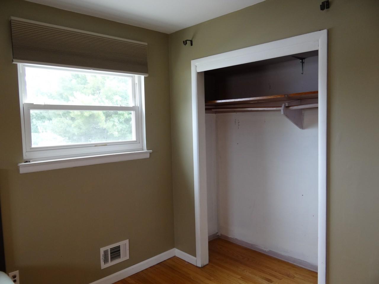 Хозяин квартиры преобразил нишу в комнате. А главное удалось разместить все необходимое