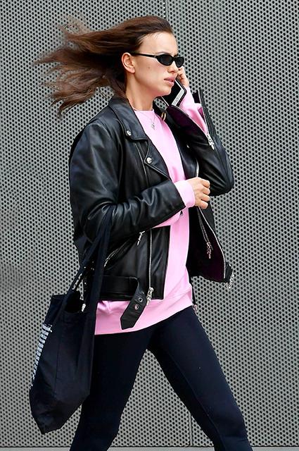 Бегу и волосы назад: Ирина Шейк на прогулке в Нью-Йорке Звездный стиль
