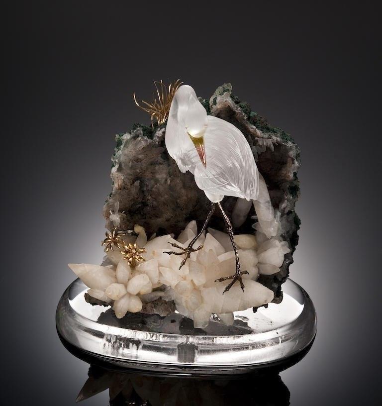 Фигуры птиц, вырезанные из минералов