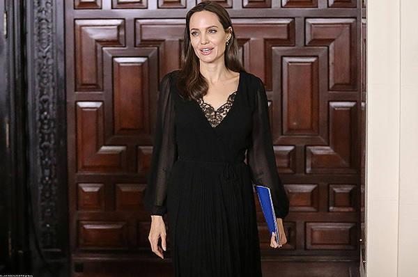 Анджелина Джоли встретилась с президентом Перу и венесуэльскими беженцами