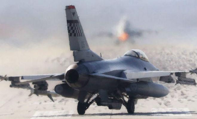 В сеть попали секретные видео первого полета F-16: он так и не взлетел