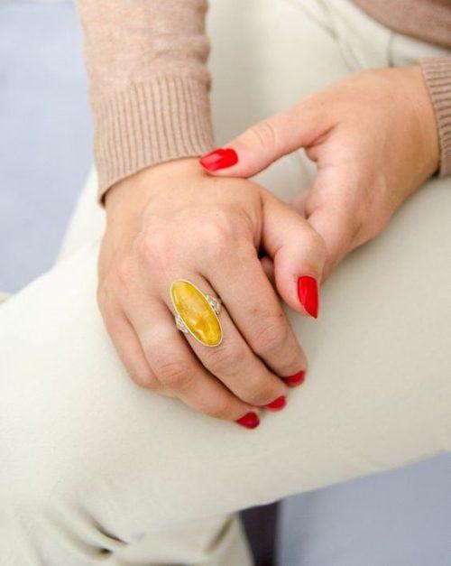 Желтое янтарное кольцо