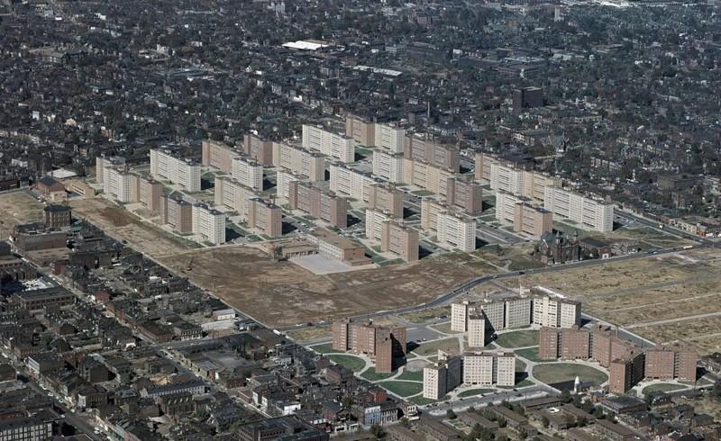 Как социальный проект по предоставлению жилья нищим привел к катастрофе(5 фото)