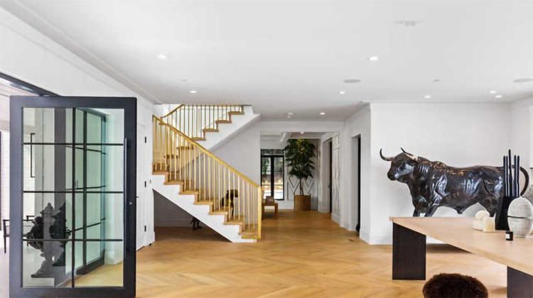 В гостях у Рианны: экскурсия по новому дому певицы в Беверли-Хиллз за 14 миллионов долларов Стиль жизни,Дома звезд